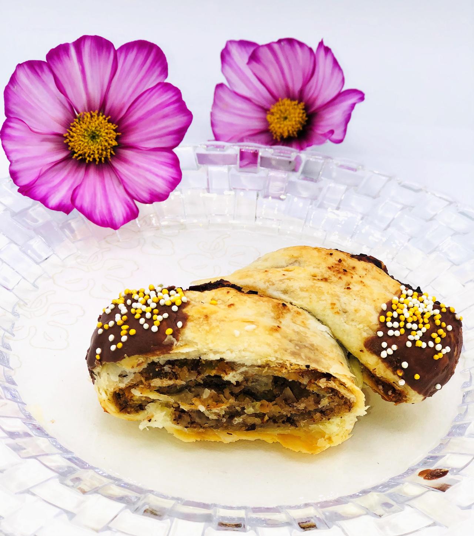 francuskie ciasto z masa orzechowa i likierem czekoladowym