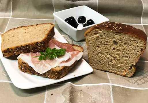 Chleb z mąki i orkiszowej pełnoziarnistej