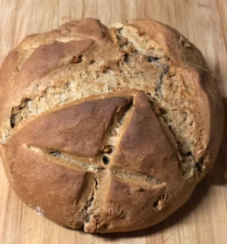 Chleb z orzechami włoskimi