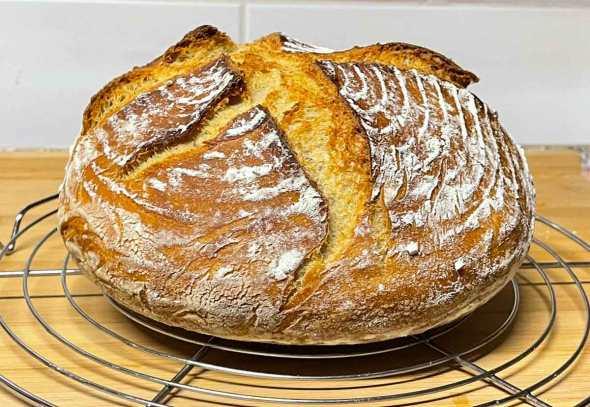 Chleb z dwóch Typów mąki orkiszowej ze Skyrem