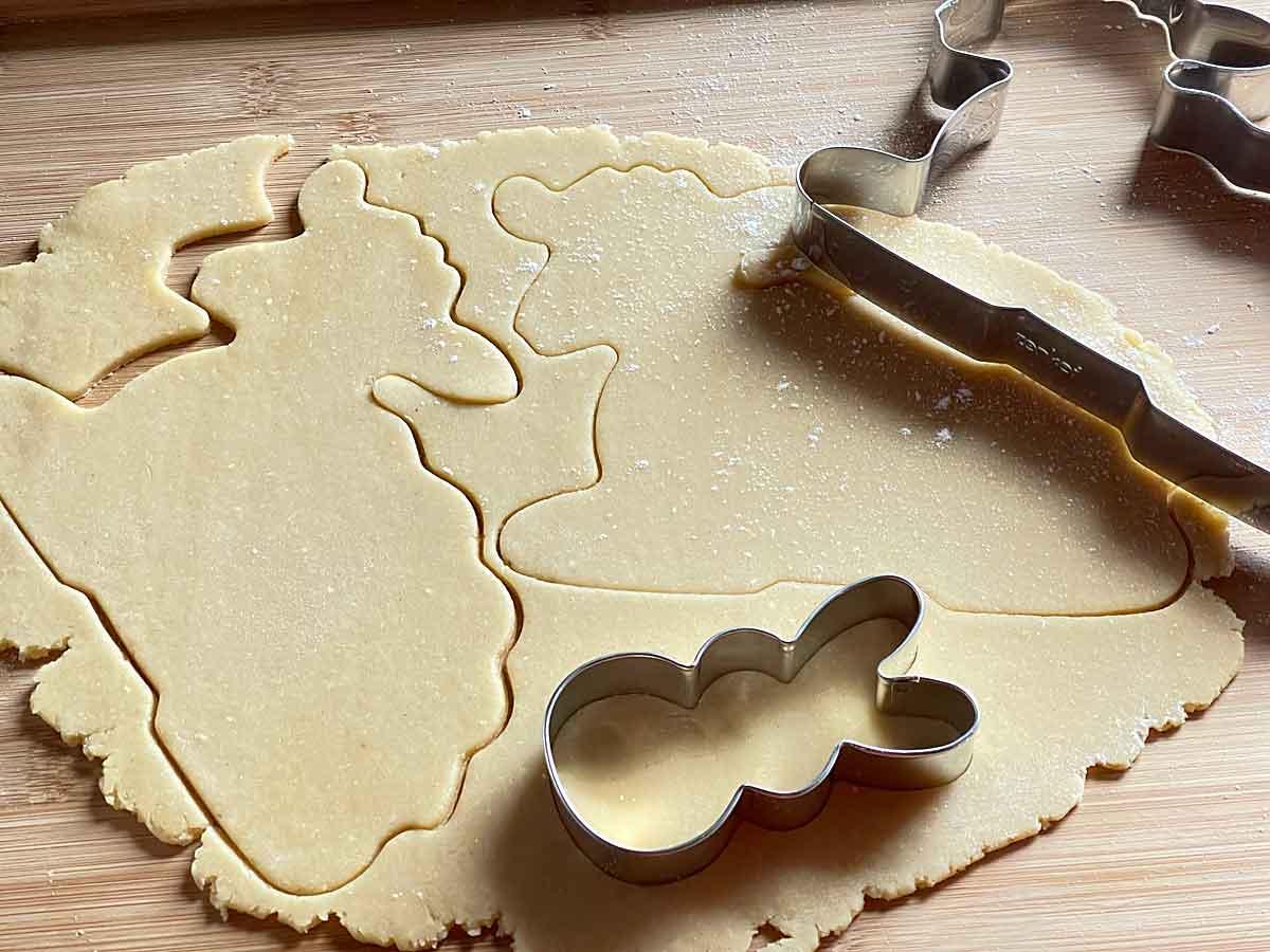 wycinamy ciastka o grubości 4 mm