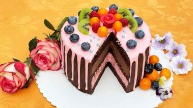 Tort czekoladowy z ganache i dripem