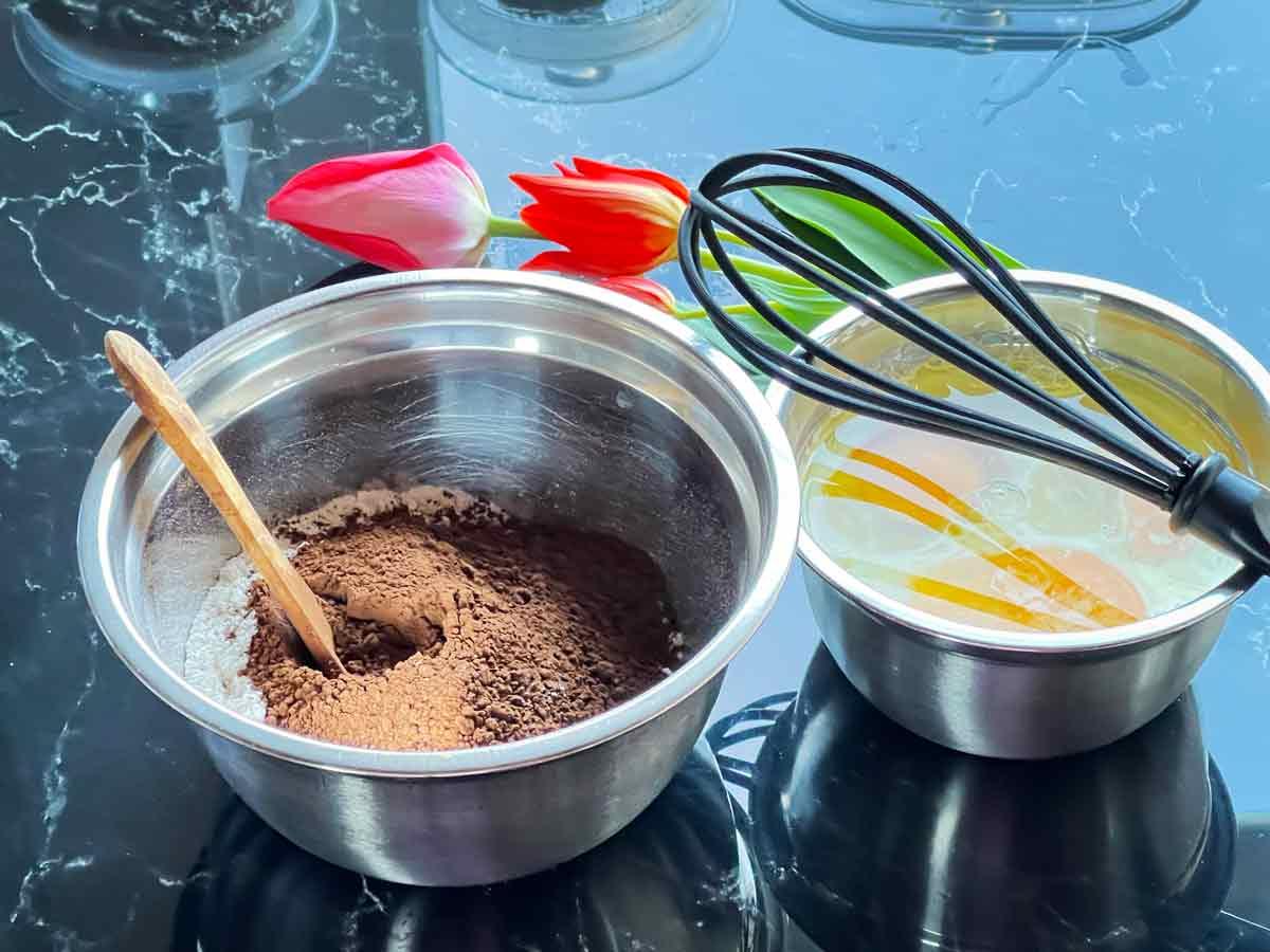 składniki ciasta na czekoladowy tort z dripem i ganache