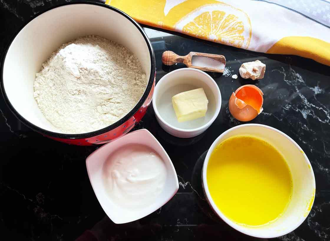składniki na Lussekatter-szwedzkie-bułeczki
