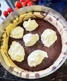 na ciasto czekoladowe wykładamy masę mascarpone