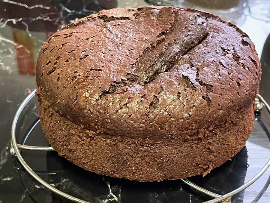 Tort czekoladowy z truskawkowym kremem