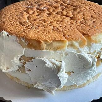 nakładamy białe ganache na Białe ciasto, White cake