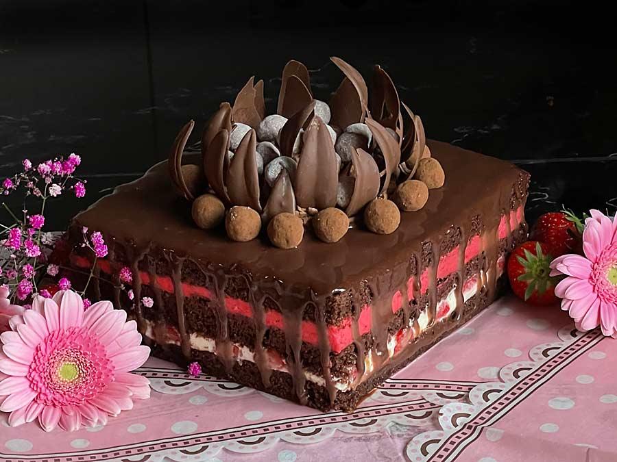 Czerwona Korona - tort truskawkowy