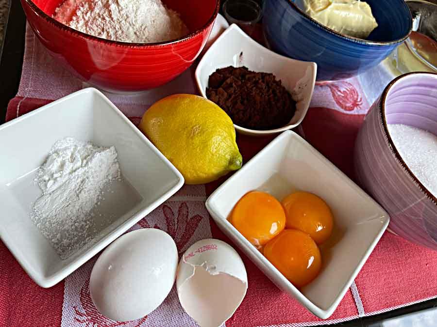 Tort czekoladowo-truskawkowe gruzy-składniki