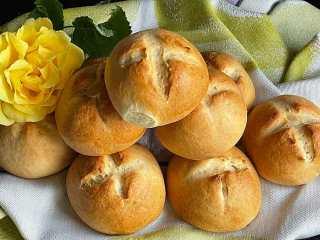 Bułki szwajcarskie z mąki chałkowej