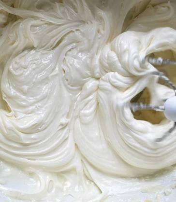 ubijamy serek z masłem i cukrem pudrem
